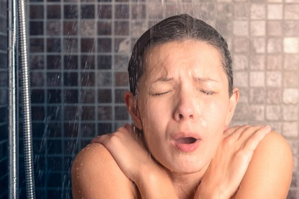 How Ice Baths Can Help Control Overeating