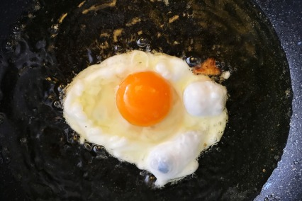This Guy Cooked A Legit Egg On Dubai's Scorching Hot Road